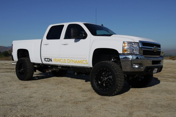 "2011+ Chevy & GMC 2500HD / 3500 5"" - 8"" Lift on 37"" tall tires"
