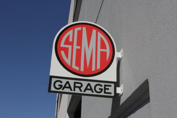 018-2016-nissan-titan-xd-cummins-diesel-sema-measuring-session-sema-garage-sign